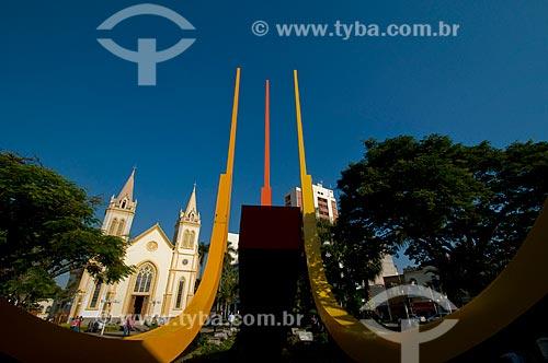 Assunto: Monumento a Esquadra na Praça Governador Pedro de Toledo com a Catedral Nossa Senhora do Desterro ao fundo / Local: Jundiaí - São Paulo (SP) - Brasil / Data: 06/2010