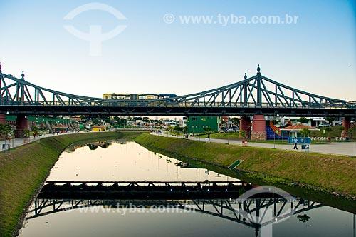 Vista da Ponte Benjamin Constant (1895) - também conhecida como ponte metálica - Igarapé Mestre Chico  - Manaus - Amazonas - Brasil