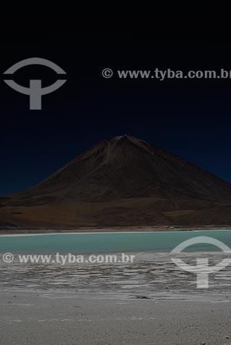 Assunto: Lagoa Verde (Laguna Verde) com o vulcão Licancabur ao fundo - Reserva Nacional Eduardo Avaroa - Caminho para o Salar de Uyuni / Local: Bolivia - América do Sul / Data: 01/2011