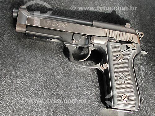 Assunto: Arma de fogo - Pistola calibre 40                 / Local: Rio de Janeiro (RJ) - Brasil / Data: 02/2011