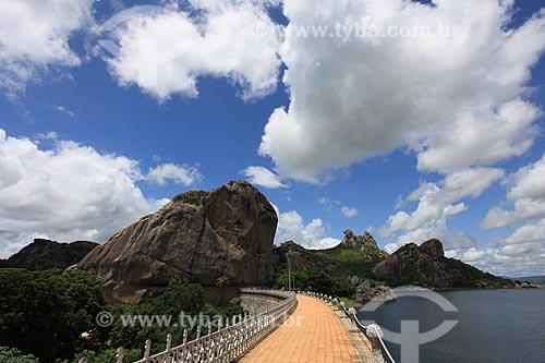 Assunto: Vista do Açude do Cedro e Pedra da Galinha Choca ao fundo / Local: Quixadá - Ceará (CE) - Brasil / Data: 03/2011