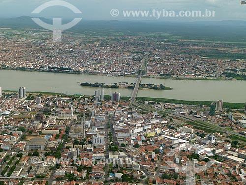 Assunto: Vista aérea das cidades de Juazeiro e Petrolina e do Rio São Francisco / Local: Divisa entre os estados da Bahia (BA) e Pernambuco (PE) - Brasil / Data: 03/2011