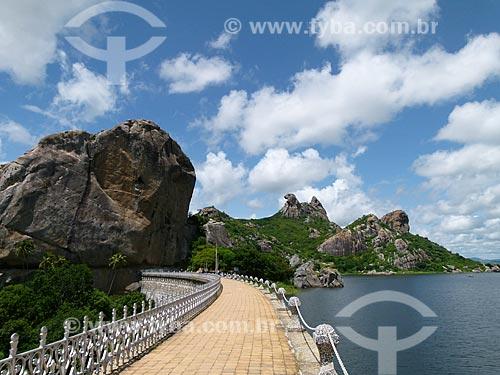 Assunto: Morro da Galinha Choca e Açude do Cedro / Local: Quixadá - Ceará (CE) - Brasil / Data: 03/2011