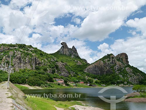 Assunto: Pedra da Galinha Choca e Açude do Cedro / Local: Quixadá - Ceará (CE) - Brasil / Data: 03/2011
