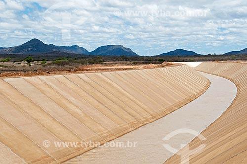 Assunto: Canal de irrigação - Projeto de Integração do Rio São Francisco com as bacias hidrográficas do Nordeste Setentrional / Local: Cabrobó - Pernambuco (PE) - Brasil  / Data: 08/2010