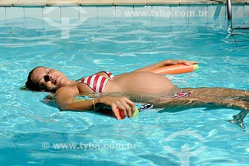 Assunto: Mulher grávida boiando em uma piscina  - DC nº 91 / Local: Rio de Janeiro  (RJ) -  Brasil / Data: 02/2010