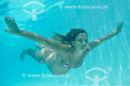 Assunto: Mulher grávida nadando em uma piscina  -  DC nº 91 / Local: Rio de Janeiro  (RJ) - Brasil / Data: 02/2010
