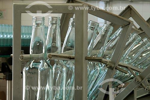 Assunto: Indústria de bebidas - Limpeza de garrafas / Local: Nova Friburgo - Rio de Janeiro (RJ) - Brasil / Data: 05/2005