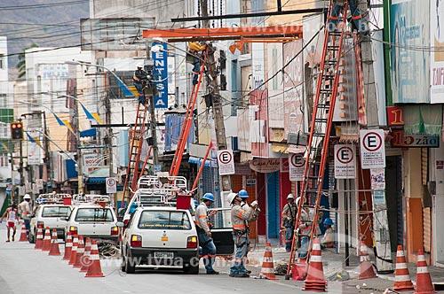 Assunto: Homens fazendo manutenção da rede elétrica / Local: Juazeiro do Norte - Ceará (CE) - Brasil / Data: 08/2010
