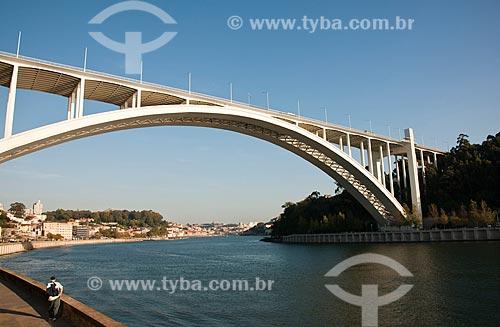 Assunto: Ponte da Arrábida - ligação entre as cidades do Porto e Vila Nova de Gaia / Local: Porto -  Portugal -  Europa / Data: 10/2010