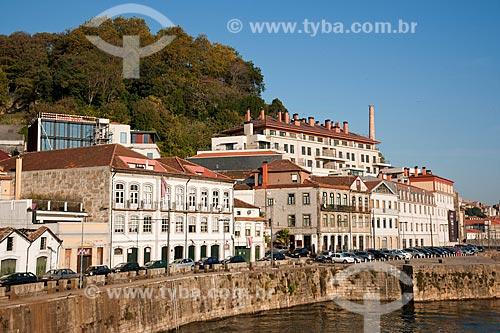 Assunto: Conjunto de moradias na beira do Rio Douro - região conhecida como caís das pedras / Local: Porto - Portugal - Europa / Data: 10/2010