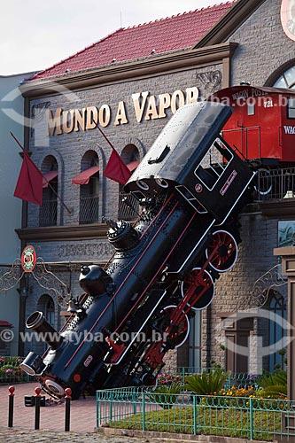 Assunto: Fachada do Parque Mundo a Vapor - A fachada reconstituí o famoso acidente ferroviário acontecido em Paris - em 1895 - na estação de Montparnasse / Local: Canela - Rio Grande do Sul (RS) - Brasil / Data: 03/2011