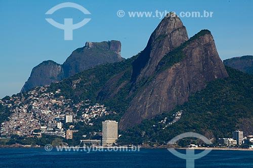 Assunto: Morro Dois Irmãos, Pedra da Gávea e Favela do Vidigal vistos do Arpoador / Local: Ipanema - Rio de Janeiro (RJ) - Brasil / Data: 04/2011