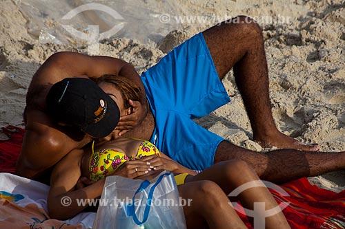 Assunto: Casal se beijando na Praia de Ipanema / Local: Ipanema - Rio de Janeiro (RJ) - Brasil / Data: 04/2011