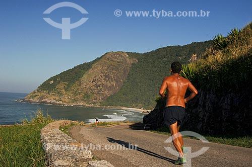 Assunto: Homem correndo na rua que vai em direção a Prainha / Local: Recreio dos Bandeirantes - Rio de Janeiro (RJ) - Brasil / Data: 06/2010