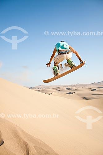 Assunto: Sandboard no Deserto de Huacachina / Local: Ica - Departamento de Ica - Peru - América do Sul / Data: 13/05/2011