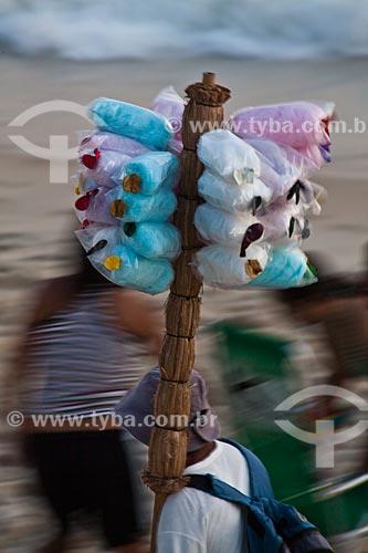 Assunto: Vendedor ambulante de algodão doce na Praia de Ipanema / Local: Ipanema - Rio de Janeiro (RJ) - Brasil / Data: 02/2011