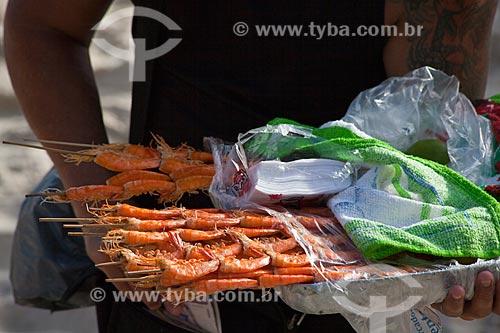 Assunto: Vendedor ambulante de camarão na Praia de Ipanema / Local: Ipanema - Rio de Janeiro (RJ) - Brasil / Data: 02/2011