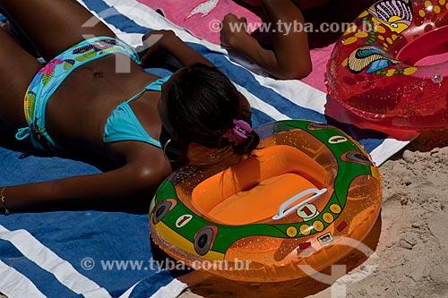 Assunto: Banhistas na Praia da Urca com bóia / Local: Urca - Rio de Janeiro (RJ) - Brasil / Data: 02/2011
