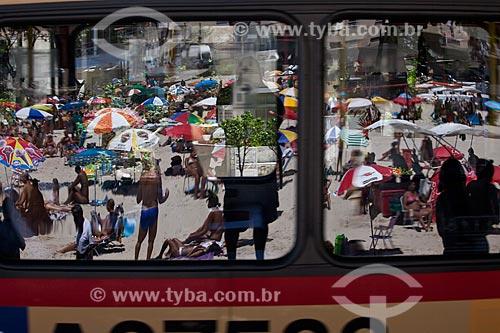 Assunto: Reflexo da Praia da Urca em janela de ônibus / Local: Urca - Rio de Janeiro (RJ) - Brasil / Data: 02/2011