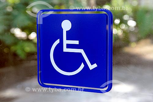 Assunto: Placa indicativa de acessibilidade para deficientes físicos no Jardim Botânico / Local: Jardim Botânico - Rio de Janeiro (RJ) - Brasil / Data: 11/2010