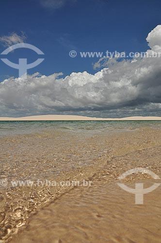 Assunto: Vista de lagoa e duna do Parque Nacional dos Lençóis Maranhenses / Local: Barreirinhas - Maranhão (MA) - Brasil / Data: 07/2011