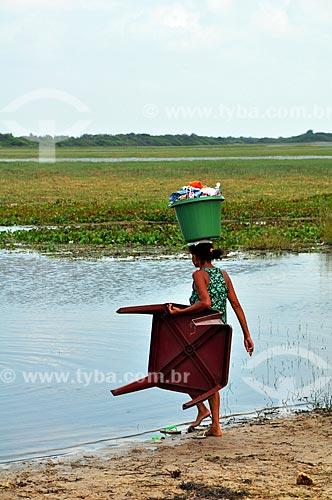 Assunto: Lavadeira na Lagoa de Santo Amaro - Parque Nacional dos Lençóis Maranhenses / Local: Santo Amaro - Maranhão (MA) - Brasil / Data: 07/2011