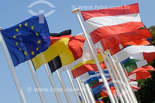 Assunto: Bandeiras da União Européia e de países da Europa / Local: Paris - França - Europa / Data: 08/2008