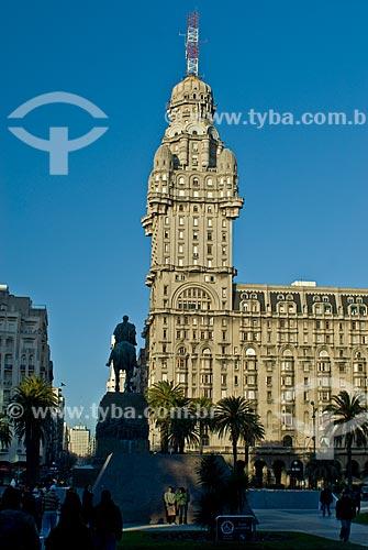 Assunto: Uruguai, Montevideo, Praça da Independência, estátua do general Artigas, / Local:  / Data: 2009