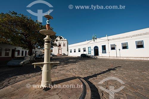 Assunto: Chafariz e ao fundo Igreja da Boa Morte  -  Museu de Arte Sacra e Palácio Conde  dos Arcos  (1755)  / Local: Goiás - Goiás (GO) - Brasil / Data: 07/2011