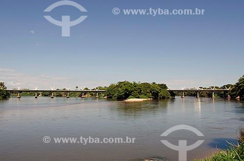 Assunto: Vista da Ponte que liga as cidades de Aragarças e Barra do Garças - BR 070 / Local: Divisa entre os estados de Goiás (GO ) e Mato Grosso(MT) / Data: 07/2011