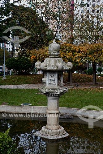 Assunto: Lago de carpas na Praça do Japão / Local: Água Verde - Curitiba - Paraná (PR) - Brasil / Data: 05/2011