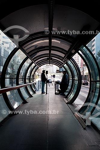 Assunto: Estação tubular de ônibus articulados -  conhecido como Estação Tubo / Local: Batel - Curitiba - Paraná (PR) - Brasil / Data: 05/2011
