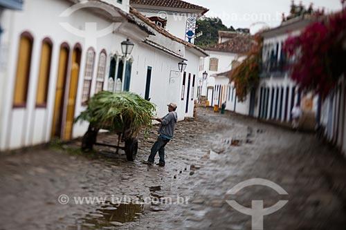 Assunto: Homem com carroça cheia de capim / Local: Paraty - Rio de Janeiro (RJ) - Brasil / Data: 07/2011