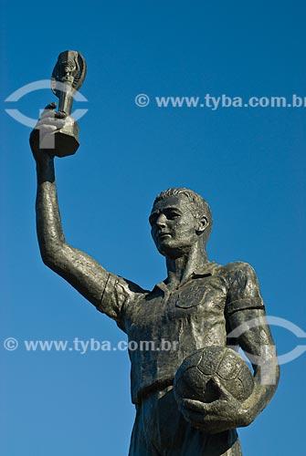 Assunto: Estátua de Hilderaldo Luiz Bellini na entrada principal do Estádio Jornalista Mário Filho / Local: Maracanã - Rio de Janeiro (RJ) - Brasil / Data: 06/2010