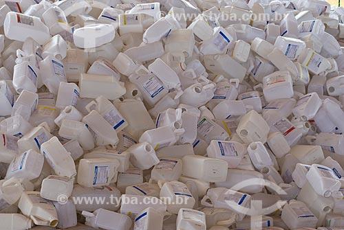 Assunto: Embalagens de agrotóxicos em fazenda    / Local: Distrito Baús - Costa Rica - Mato Grosso do Sul (MS) - Brasil / Data: 02/2010