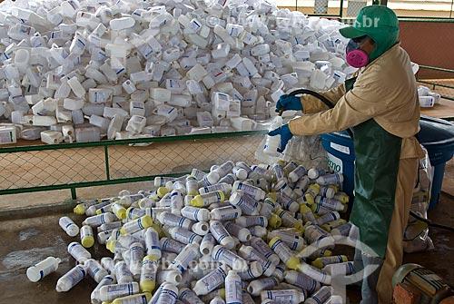 Assunto: Lavagem de embalagens de agrotóxicos em fazenda    / Local: Distrito Baús - Costa Rica - Mato Grosso do Sul (MS) - Brasil / Data: 02/2010