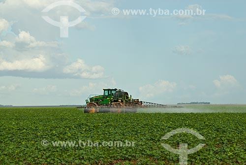 Assunto: Pulverização em plantação de soja / Local: Distrito Baús - Costa Rica - Mato Grosso do Sul (MS) - Brasil / Data: 02/2010