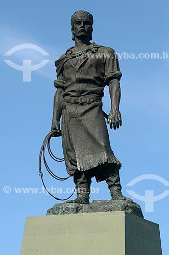Assunto: Estátua do Laçador - Teve como modelo o folclorista Paixão Côrtes / Local: Porto Alegre - Rio Grande do Sul (RS) - Brasil / Data: 07/2011