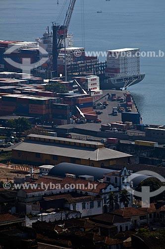 Assunto: Vista do porto de Santos com Santuário Santo Antônio do Valongo em primeiro plano / Local: Santos - São Paulo (SP) - Brasil / Data: 08/2011