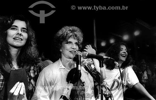 Assunto: Maitê Proença com Tônia Carrero e Maria Cláudia no Comício das Diretas em frente a Igreja Nossa Senhora da Candelária / Local: Rio de Janeiro (RJ) -  Brasil / Data: 04/1984