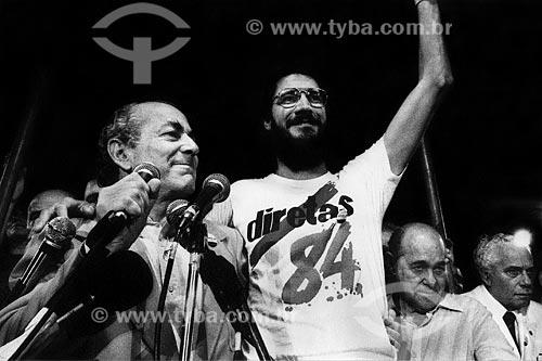 Assunto: Leonel Brizola abraça Dante de Oliveira e ao lado Tancredo Neves no Comício das Diretas em frente a Igreja de Nossa Senhora da Candelária / Local: Rio de Janeiro (RJ) -  Brasil / Data: 04/1984
