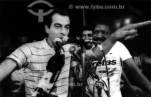 Assunto: Ney Matogrosso e Martinho da Vila no Comício das Diretas em frente a Igreja de Nossa Senhora da Candelária / Local: Rio de Janeiro (RJ) -  Brasil / Data: 04/1984