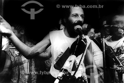 Assunto: João Bosco no Comício das Diretas em frente à Igreja de Nossa Senhora da Candelária / Local: Rio de Janeiro (RJ) -  Brasil / Data: 04/1984