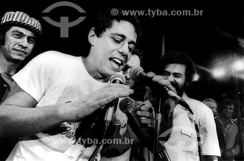 Assunto: Chico Buarque e Fagner no Comício das Diretas em frente a Igreja de Nossa Senhora da Candelária / Local: Rio de Janeiro (RJ) -  Brasil / Data: 04/1984