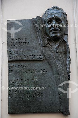 Assunto: Placa em homenagem à Gabriel Garcia Marquez na fachada do Hôtel des 3 Colléges onde escreveu seu romance Ninguém Escreve ao Coronel / Local: Paris - França - Europa / Data: 08/2011
