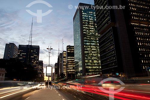 Assunto: Avenida Paulista com prédios iluminados / Local: São Paulo (SP) - Brasil / Data: 06/2011