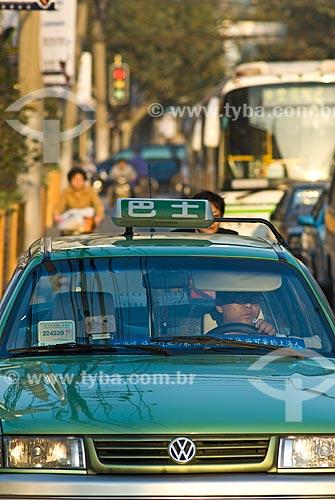 Assunto: Vista de um táxi em rua movimentada / Local: Xangai - China - Ásia / Data: 11/2006