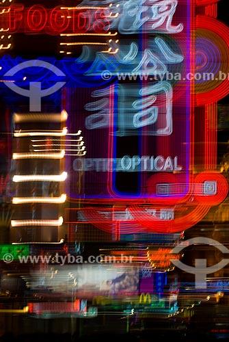 Assunto: Vista da iluminação de neons na Nanjing Road / Local: Xangai - China - Ásia / Data: 11/2006