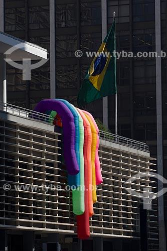 Assunto: Prédio da Avenida Paulista decorado para a Parada Gay / Local: São Paulo (SP) - Brasil / Data: 06/2011